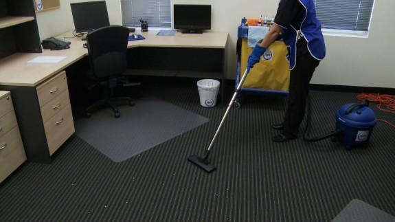 biroju uzkopšana, ofisa tīrīšana