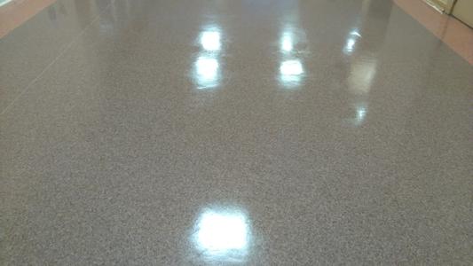 grīdas vaskošana, linoleja vaskošana